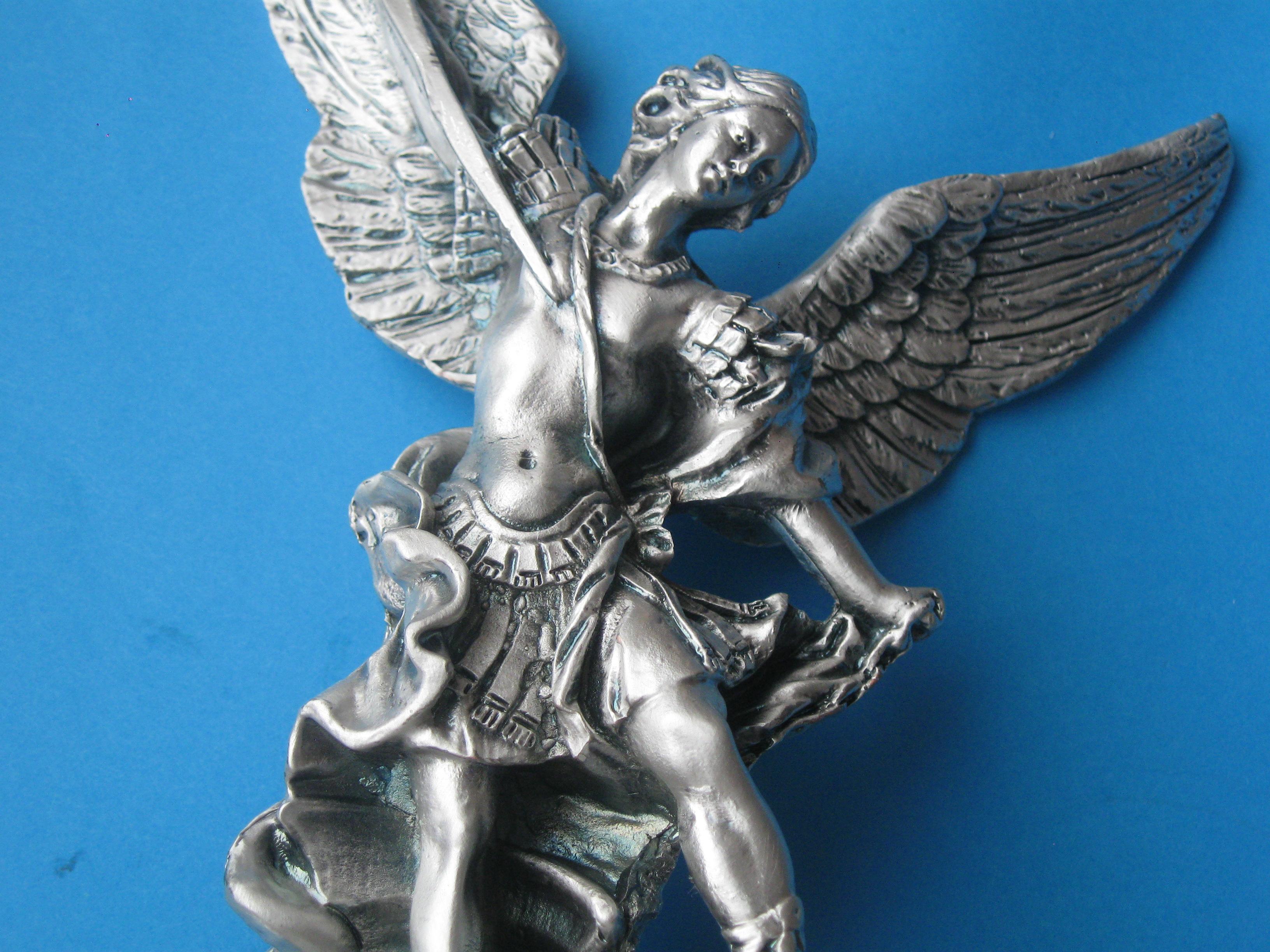 Figurka św Michała Archanioła